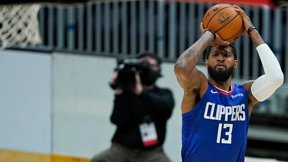 George scores 36, Clippers use 3-pointers to drill Cavaliers