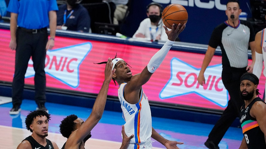 Gilgeous-Alexander scores 42 as Thunder top Spurs 102-99