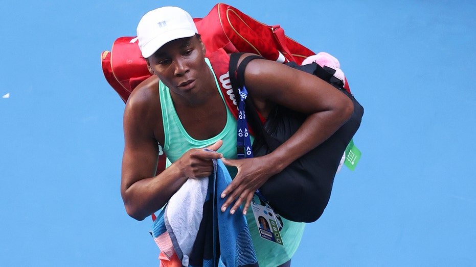 Venus finishes Australian Open loss on injured ankle, knee