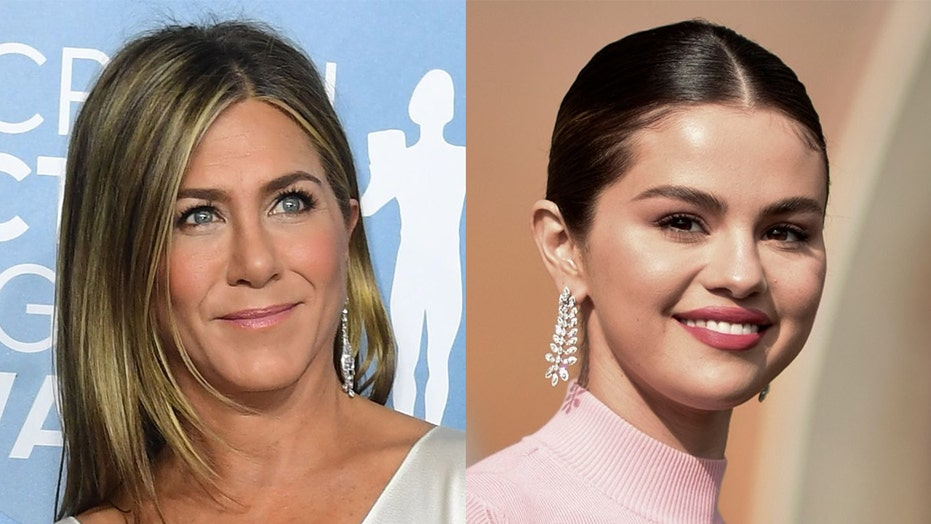 Jennifer Aniston, Selena Gomez are all smiles in latest Instagram photo