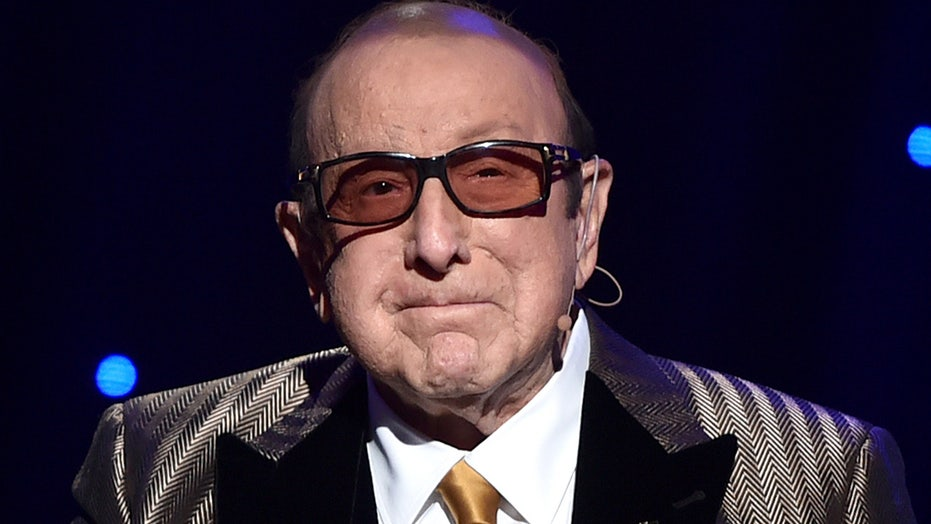 Clive Davis diagnosed with Bell's palsy, postpones Grammys party