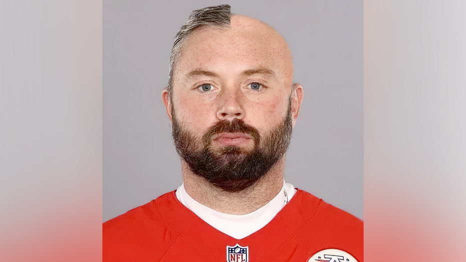 Chiefs' Daniel Kilgore releases photo of unfinished haircut due to barber testing positive for COVID-19