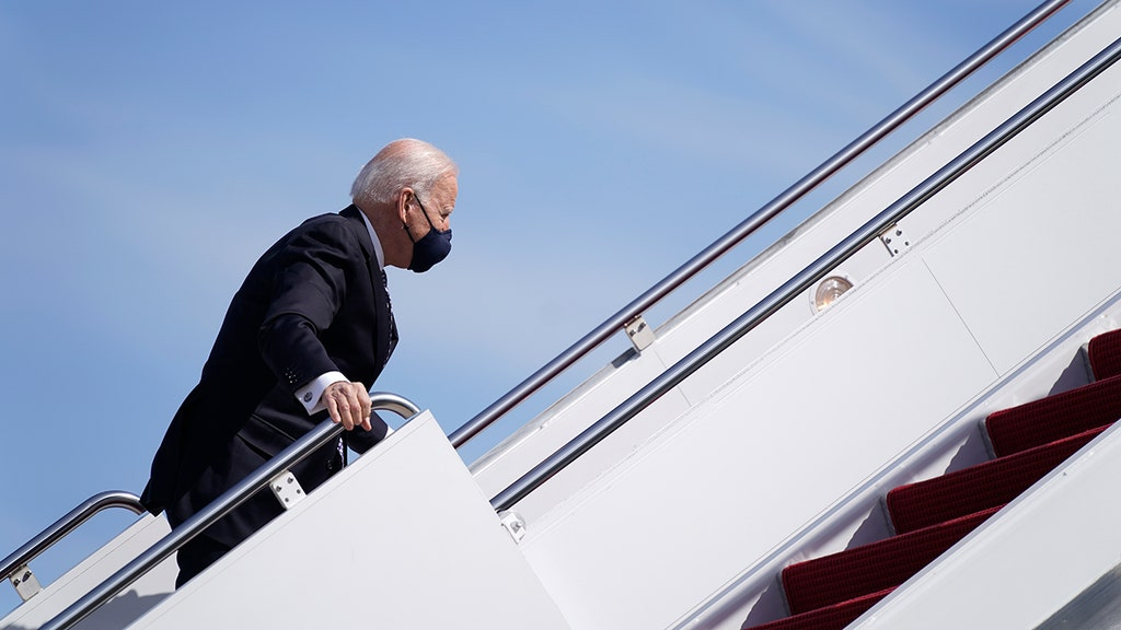 'SNL' takes crack at Biden after stair stumbles
