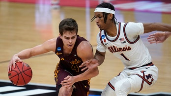 Loyola Chicago stuns No. 1 seed Illinois in 2nd round of NCAA Tournament