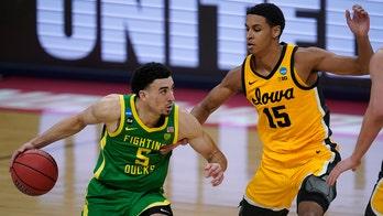 Not rusty: Oregon soars past Iowa 95-80 into Sweet 16