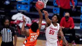 Houston's defense locks in, beats Syracuse 62-46 in NCAAs