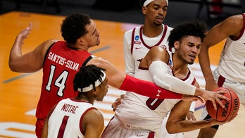 Smith, Arkansas hold off Texas Tech 68-66 in NCAA 2nd round