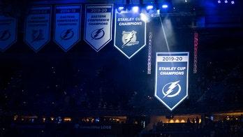 Lightning raise banner for fans, beat Predators 6-3