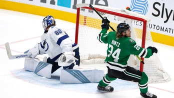 Hintz scores late, Stars edge Lightning 4-3 in Cup rematch