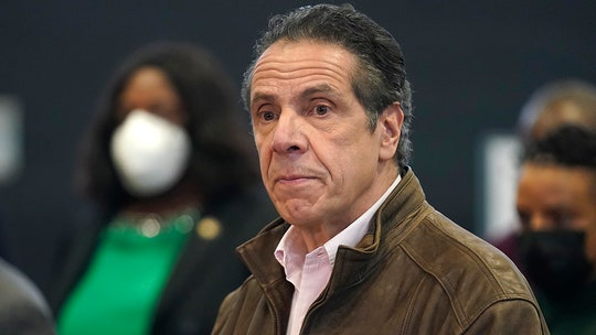 Cuomo battles growing bipartisan firestorm over sexual harassment allegations amid looming probe
