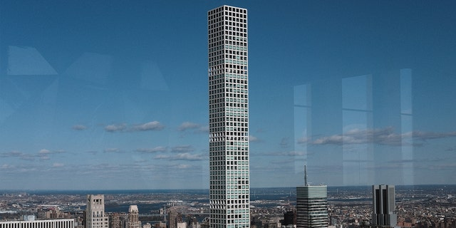 An exterior shot of 432 Park Ave in New York, New York.