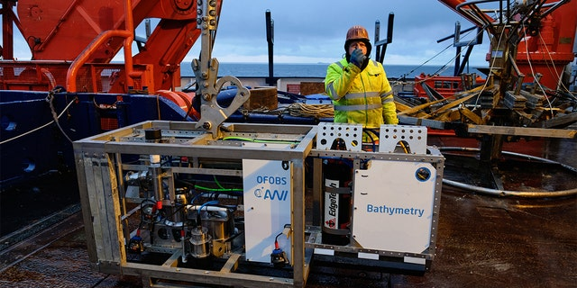 The OFOBOS Ocean Floor Observation and Bathymetry System aboard the Polarstern research vessel