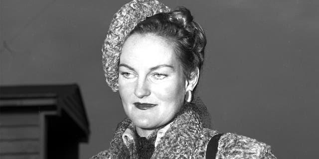 Doris Duke at the airport. Mrs. Porfirio Rubirosa. (Photo by John Tresilian/NY Daily News Archive via Getty Images)