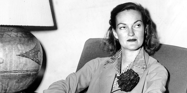 UNITED STATES - OCTOBER 29: Doris Duke, in her Reno home following her divorce, talking to reporters. (Photo by NY Daily News Archive via Getty Images)