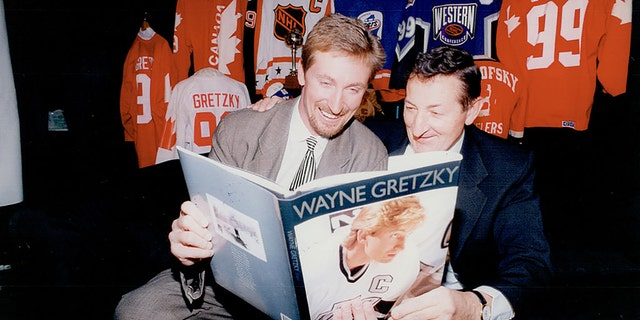 Wayne Gretzky Family is seen with his dad, Walter on October 27, 1994, in Canada. (Photo by Dick Loek/Toronto Star via Getty Images)