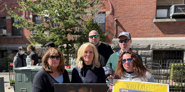 """Janice Dean with sister- in-law Donna, her husband Sean, her niece Danielle and Danielle's boyfriend Chris at the """"We Care"""" Memorial Wall in Brooklyn, N.Y. on March 21, 2021."""