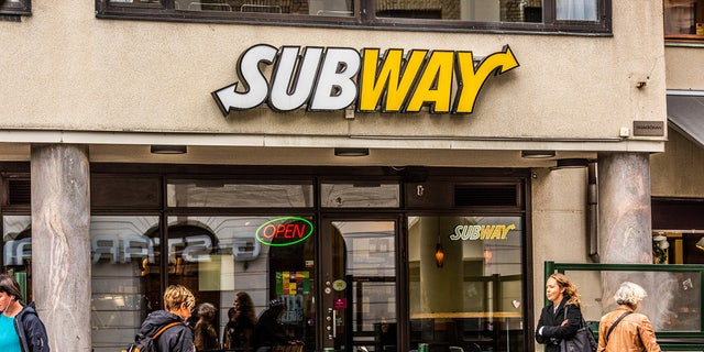 """The Subway employee who uploaded the clip later claimed that the customer declined a fork or knife, instead telling the workers that she """"likes getting her hands messy."""""""