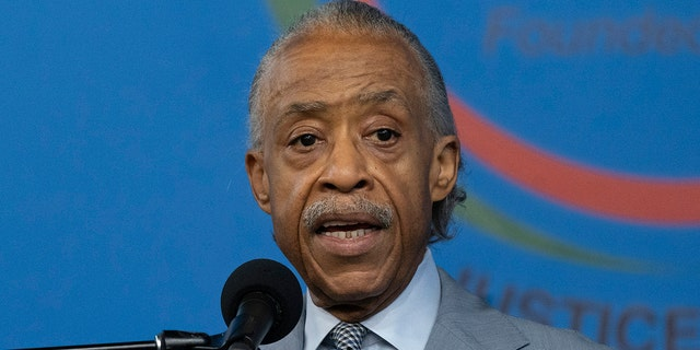 Rvdo. Al Sharpton speaks out against anti-Asian hate crimes during a news conference at the National Action Network, jueves, marzo 18, 2021 en Nueva York. (AP Photo/Mark Lennihan)