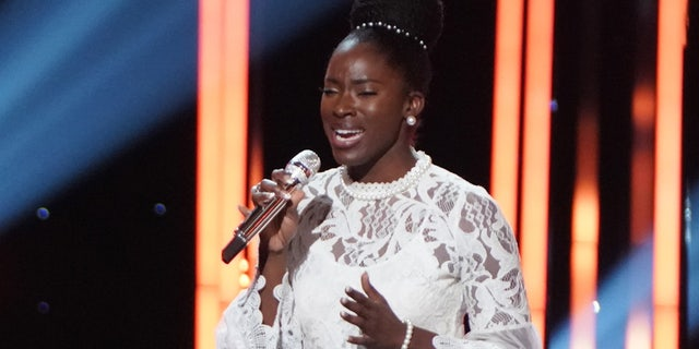 Contestant Funke Lagoke lost consciousness following her duet performance on Monday's episode of 'American Idol' with fellow contestant Ronda Felton.