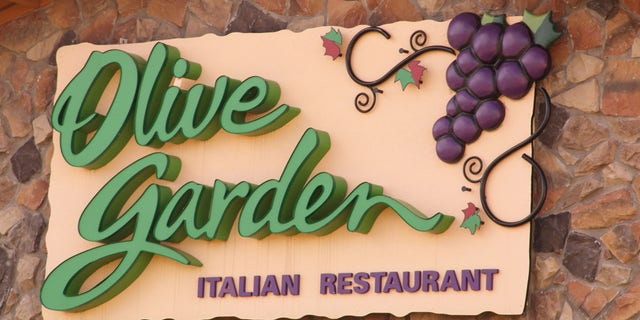 A money-saving TikTok video shared by Natasha K says people can satisfy their appetite by ordering a kids meal at Olive Garden.