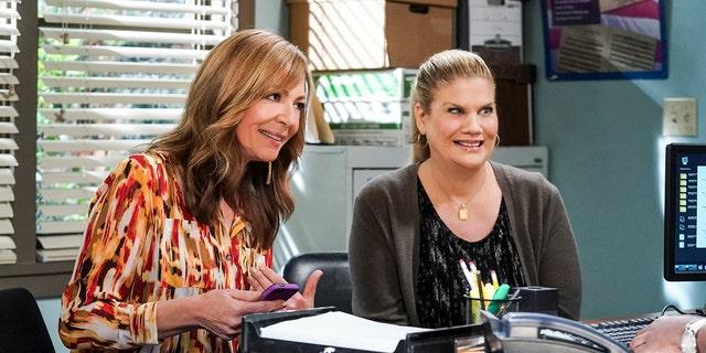 "(LR): Allison Janney as Bonnie and Kristen Johnston as Tammy in ""Mom"""
