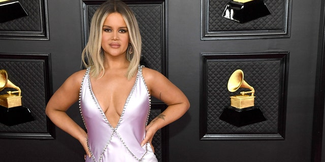 The country star took home the ACM award for female artist of the year for the second year in a row on Sunday.