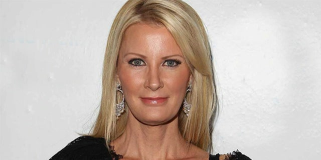 Food Network star Sandra Lee's home hit by masked intruder, cops investigating attempted invasion: report.jpg