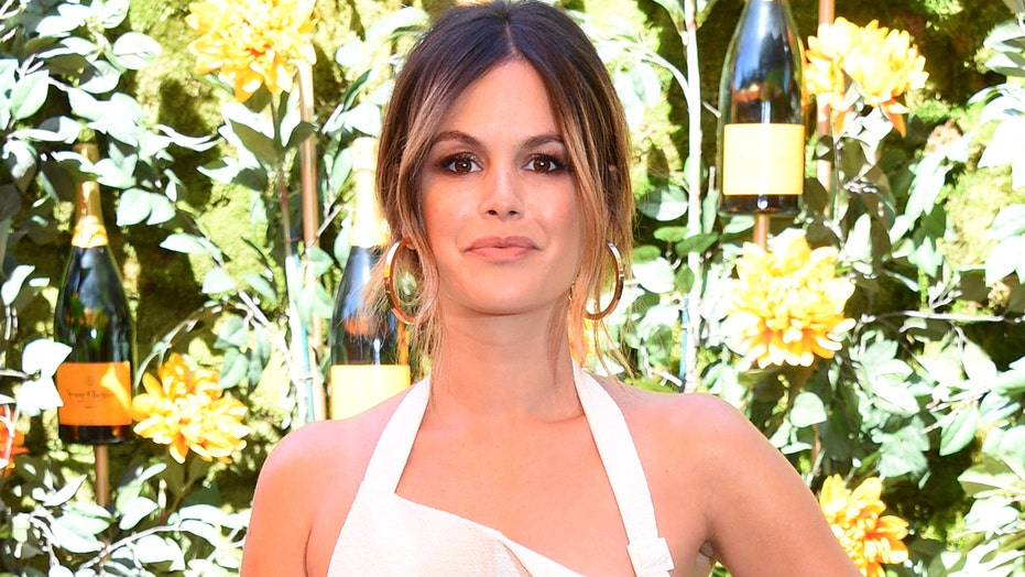 Rachel Bilson apologizes to 'The O.C.' co-star, director Tate Donovan for acting like 'little a–hole' on set