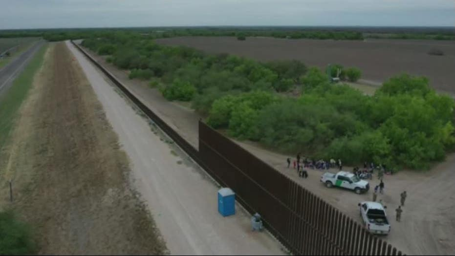 Texas authorities say multiple dead after van carrying suspected illegal immigrants crashes into pole