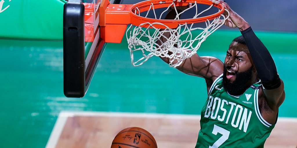 Brown scores 32, Celtics hold on for 101-99 win over Knicks
