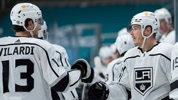 Kings score 3 in second period, beat Sharks 4-2