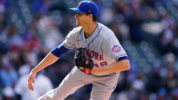 DeGrom strikes out 9 in row as Mets split with Rockies