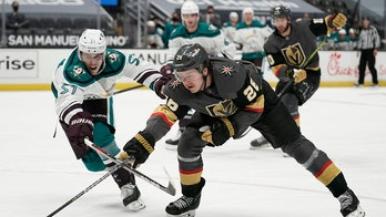 Golden Knights rout Ducks 5-1 for team-best 9th straight win