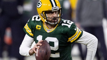 Green Bay restaurant offers Aaron Rodgers free burgers and beer – for life – if he stays