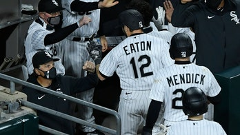 Chang hits Grandal with throw as White Sox beat Indians 4-3