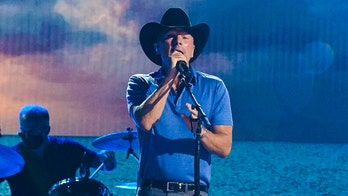 Kenny Chesney reunites with bandmates for the first time in two years for 2021 ACM performance