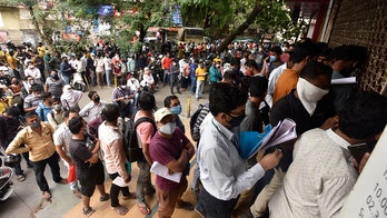 India coronavirus deaths hit record high as hospitals plead for supplies