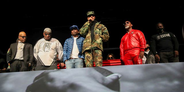 """Styles P, Darrin """"Dee"""" Dean, Drag-On, Swizz Beatz and Joaquin """"Waah"""" Dean took turns speaking at DMX's memorial service on April 24, 2021.The service was held at the Barclays Center in Brooklyn. (Johnny Nunez/Getty Images,)"""