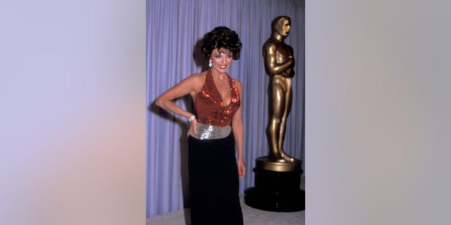 Actress Joan Collins attends the 56th Annual Academy Awards on April 9, 1984, at Dorothy Chandler Pavilion in Los Angeles, California.