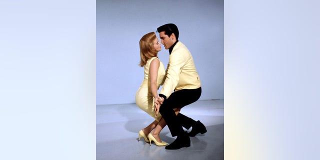 Ann-Margret and Elvis Presley in the musical film 'Viva Las Vegas', 1964.