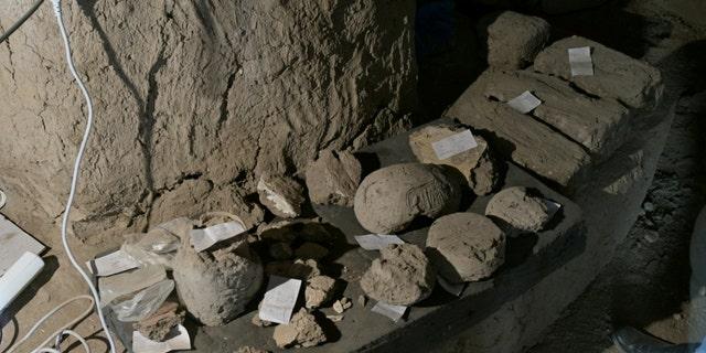 یافته های باستان شناسی را می توان در لوکسور ، مصر ، در این عکس بدون تاریخ با توزیع مشاهده کرد.  مأموریت / توزیع مشترک به مرکز Zahi Hawass برای مصر شناسی و شورای عالی آثار باستانی از طریق ویراستاران توجه رویترز - این تصویر توسط احزاب سوم اجباری ارائه شده است.  بدون فروش  بدون بایگانی
