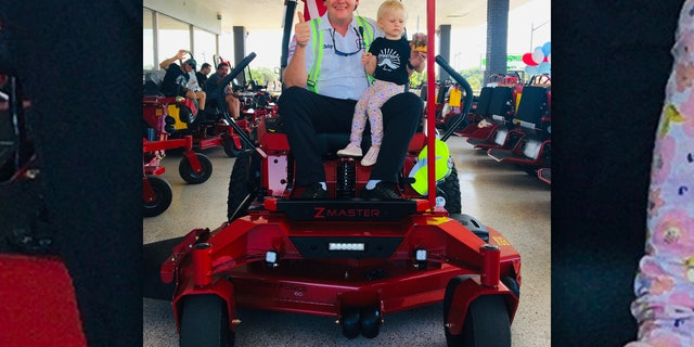 Man drives across Florida in mower for a good cause.