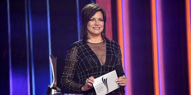 Martina McBride presented the award for single of the year and announced the correct winner, though a different name was displayed on the screen. (Photo by Kevin Mazur/Getty Images for ACM)