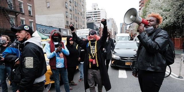 People march through the streets of Manhattan to protest Wright's death. (Spencer Platt/Getty Images)