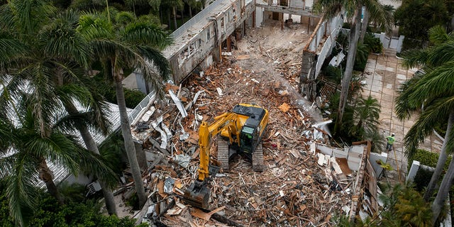 BG Group Demolition crews tear down the Palm Beach home of late financier and sex offender Jeffrey Epstein in Palm Beach, Florida on April 20, 2021. (Greg Lovett-USA TODAY NETWORK)