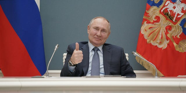 FILE PHOTO: Russian President Vladimir Putin gives a thumbs-up as he attends a foundation-laying ceremony for the third reactor of the Akkuyu nuclear plant in Turkey, via a video link in Moscow, Russia March 10, 2021. Sputnik/Alexei Druzhinin/Kremlin via REUTERS ATTENTION EDITORS - THIS IMAGE WAS PROVIDED BY A THIRD PARTY./File Photo