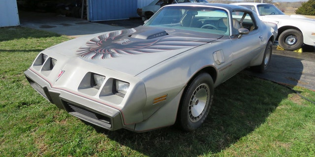 """The 10th Anniversary Trans Am features the classic """"Screaming Chicken"""" logo."""