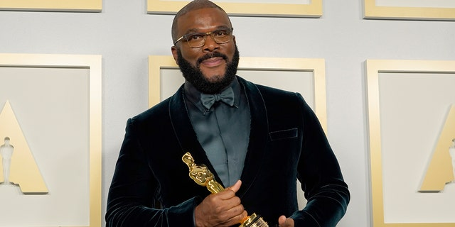 Tyler Perry will bring Madea to Netflix. (AP Photo/Chris Pizzello, プール, ファイル)