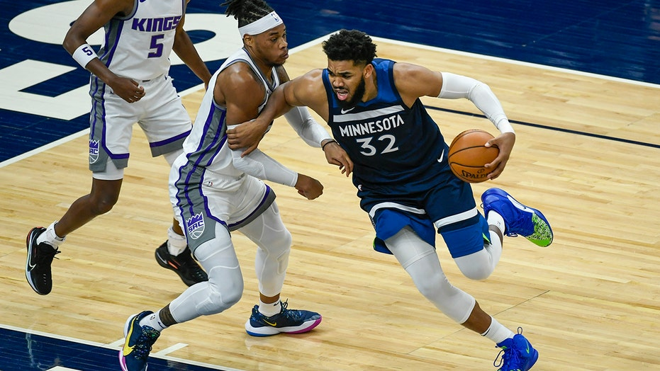 Russell returns with 25 points; Wolves beat Kings 116-106