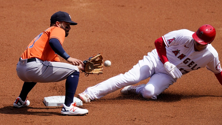 Carlos Correa's 9th-inning homer puts Astros past Angels 4-2
